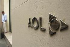 <p>La compañía de internet AOL planea recortar un tercio de su plantilla laboral, o alrededor de 2.500 empleos, en un esfuerzo por ahorrar 300 millones de dólares anuales como parte de su plan de escisión de Time Warner Inc. La atribulada pionera de internet, que se convertirá en una firma independiente concentrada en contenidos y venta de publicidad, dijo el jueves que ha pedido retiros voluntarios, pero hará despidos forzosos si no se ofrecen suficientes empleados. REUTERS/Lucas Jackson/Archivo</p>