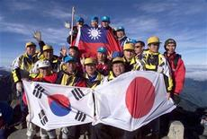 <p>A group of 16 blind hikers from Japan, South Korea and Taiwan celebrate after they felt their way to the peak of Jade Mountain in Central Taiwan July 18, 1999. REUTERS/Simon Kwong</p>