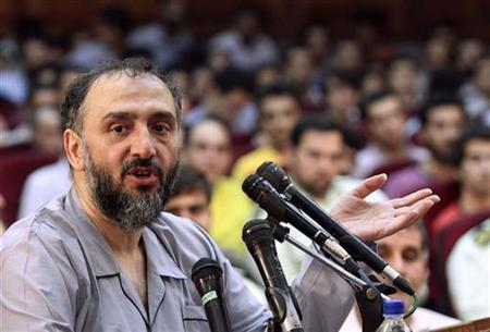 Former Iranian Vice President Mohammad Ali Abtahi, dressed in prison uniform, speaks at a tribunal session in Tehran August 1, 2009. REUTERS/Fars News
