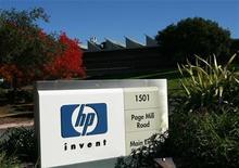 <p>Foto de archivo de la sedel del fabricante de computadoras Hewlett-Packard Co. en Palo Alto, EEUU, nov 23 2009. El fabricante de computadoras Hewlett-Packard Co (HP) dijo que un fuerte desempeño en China, y mejores márgenes en su negocio de servicios, ayudaron a que sus ganancias del cuarto trimestre creciera un 14 por ciento. REUTERS/Robert Galbraith</p>