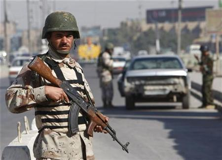 An Iraqi soldier stand guard at a check point in Baghdad, November 26, 2008. REUTERS/Ceerwan Aziz
