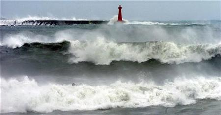 Waves are seen as Typhoon Krosa hits Taiwan in the eastern county of Hualian October 6, 2007. Typhoon Krosa slammed into Taiwan on Saturday, with strong winds and heavy rains cutting power and cancelling flights while mainland China braced for what it called a serious impact. REUTERS/Stringer