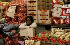 <p>A vegetable vendor sits in her stall in Kliptown, Soweto October 24, 2008. REUTERS/Siphiwe Sibeko</p>