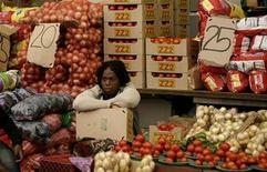 <p>A vegetable vendor sits in her stall in Kliptown, Soweto October 24, 2008. REUTERS/Siphiwe Sibeko</p>