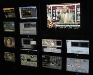 <p>Nell'immagine di archivio la sala di controllo di un'emittente tv. REUTERS/Alex Dobuzinskis</p>