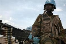 <p>A Nigerian peacekeeping soldier from the United Nations-African Union Mission in Darfur (UNAMID) patrols in Otash IDP's camp in Nyla, southern Darfur March 17,2009. REUTERS/Zohra Bensemra</p>