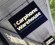 <p>Premier détaillant de téléphones mobiles européen et numéro deux britannique de la fourniture de services haut débit, Carphone Warehouse a relevé ses prévisions annuelles de résultat après les solides performances de ses filiales de détail et de télécoms. /Photo d'archives/REUTERS/Toby Melville</p>