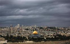 <p>Rain clouds are seen over the Dome of the Rock, on the compound known to Muslims as al-Haram al-Sharif, and to Jews as Temple Mount, in Jerusalem's Old City, October 30, 2009. REUTERS/Darren Whiteside</p>