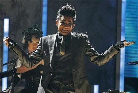 Adam Lambert performs 'For Your Entertainment' at the 2009 American Music Awards in Los Angeles, California November 22, 2009. REUTERS/Mario Anzuoni
