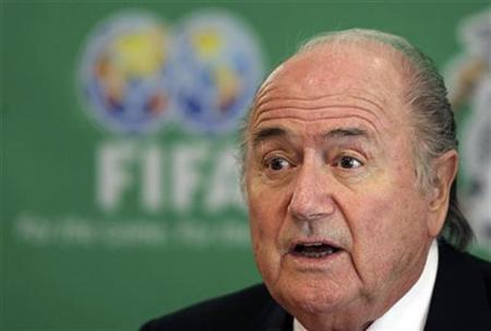 FIFA president Sepp Blatter speaks during a news conference in Mexico City November 9, 2009. REUTERS/Daniel Aguilar