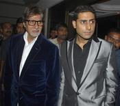 """<p>Una peculiar película india en que la estrella de Bollywood Amitabh Bachchan, de 68 años, interpreta a un estudiante de 13 años, con su propio hijo en el rol principal, acaparó la atención de la industria cinematográfica más prolífica del mundo. En """"Paa"""", Bachchan encarna a Auro, un adolescente que sufre de progeria, una rara condición genética que causa el rápido envejecimiento de una persona. REUTERS/Manav Manglani/Archivo</p>"""