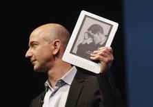 <p>Il fondatore e amministratore delegato di Amazon.com, Jeff Bezos. REUTERS/Eric Thayer (UNITED STATES SCI TECH)</p>