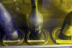 <p>View of a 1811 Vin de la Comete (comet's wine) bottle displayed at the Tour d'Argent restaurant in Paris October 20, 2009. REUTERS/Charles Platiau</p>