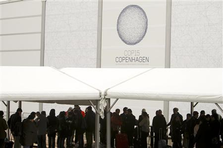 People queue to attend the opening of the United Nations Climate Change Conference 2009, also known as COP15, at the Bella center in Copenhagen December 7, 2009. REUTERS/Pawel Kopczynski