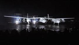 <p>Первый коммерческий космический корабль SpaceShipTwo компании Virgin Galactic на презентации в Мохаве 7 декабря 2009 года.Миллиардер Ричард Брэнсон представил широкой публике первый коммерческий пассажирский космический корабль, делая шаг к созданию индустрии космического туризма. REUTERS/Phil McCarten</p>