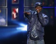 <p>50 Cent performs at the MTV Los Premios 09 awards in Los Angeles, California October 15, 2009 file photo. REUTERS/Mario Anzuoni</p>