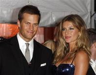 <p>Jogador do New England Patriots Tom Brady e sua mulher Gisele Bundchen em NY, em maio de 2009 REUTERS/Lucas Jackson</p>
