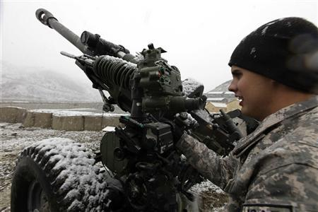 A U.S army soldier from Task Force Denali 1-40 Cav checks a 105mm Howitzer during snowfall at FOB Wilderness in Paktya province, Afghanistan, December 9, 2009. REUTERS/Zohra Bensemra