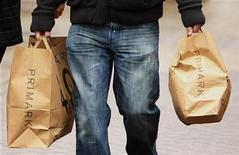 <p>A shopper carries Primark bags in Blackpool,northern England, November 14, 2009. REUTERS/Phil Noble</p>