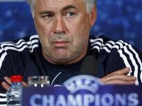 <p>Foto de arquivo do técnico do Chelsea, Carlo Ancelotti. Ele disse que quer evitar enfrentar seu ex-clube Milan na fase de oitavas-de-final da Liga dos Campeões. REUTERS/ Eddie Keogh</p>