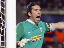 <p>Il portiere della Juventus Gianluigi Buffon. REUTERS/Regis Duvignau (FRANCE SPORT SOCCER)</p>