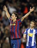 <p>Ibrahimovic celebra gol que deu vitória ao Barcelona sobre o Espanyol. REUTERS/Albert Gea</p>