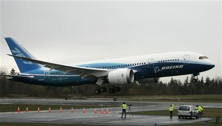 The Boeing 787 Dreamliner takes off on its maiden flight at Paine Field, December 15, 2009. REUTERS/Robert Sorbo