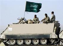 <p>جنود سعوديون على متن ناقلة جند مدرعة في صورة من أرشيف رويترز.</p>