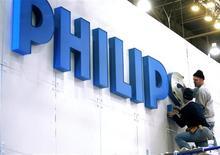 <p>Philips, qui avait dit en 2008 qu'il n'atteindrait pas ses objectifs de 2010 à cause de la récession, déclare à présent qu'il est idéalement placé pour tirer parti d'une croissance présumée à un chiffre de l'électronique grand public et de l'électroménager dans les années à venir. /Photo d'archives/REUTERS/Las Vegas Sun/Steve Marcus</p>