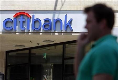 A pedestrians passes a Citibank branch in Boston, Massachusetts July 17, 2009. REUTERS/Brian Snyder