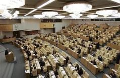<p>Заседание Государственной думы РФ в Москве 21 ноября 2008 года. Госдума РФ в пятницу приняла в третьем, окончательном, чтении закон о торговле - один из самых скандальных документов, который впервые предусматривает рамочное регулирование торговой отрасли в стране. REUTERS/Alexander Natruskin</p>