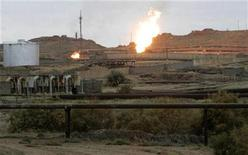 <p>Выбросы газа на нефтяном месторождении в Киркуке в 250 км к северу от Багдада 17 декабря 2009 года. Иранские военнослужащие вторглись на территорию Ирака в четверг и провели несколько часов на одном из нефтяных месторождений, сообщили представители иракских властей в пятницу. Позднее МВД Ирака опровергло это сообщение, вызвавшее рост цен на нефть. REUTERS/Ako Rasheed</p>