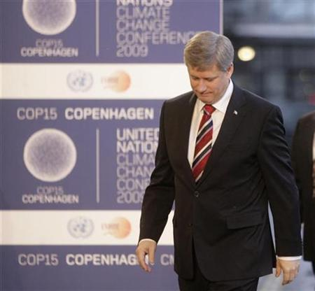 Canadian Prime Minster Stephen Harper arrives at the morning session of United Nations Climate Change Conference 2009 in Copenhagen December 18, 2009. REUTERS/Ints Kalnins