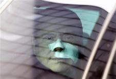 <p>Silvio Berlusconi all'uscita dall'ospedale. REUTERS</p>