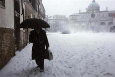 <p>Venezia, Piazza San Marco ieri ricoperta dalla neve. REUTERS/Manuel Silvestri</p>