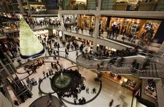 <p>People go shopping in a mall in downtown Toronto in this December 23, 2008 file photo. REUTERS/Mark Blinch</p>