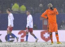 <p>Per Mertesaker, jogador do Werder Bremen, reage após a partida do Campeonato Alemão contra o Hamburgo, na Alemanha, 20 de dezembro de 2009. REUTERS/Morris Mac Matzen</p>
