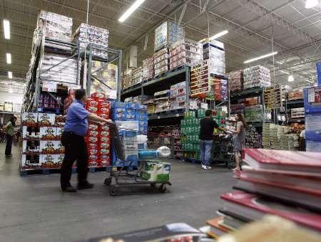 People shop for goods at BJ's Wholesale Club store in New York, August 18, 2008. REUTERS/Shannon Stapleton