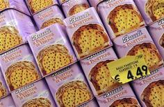 <p>Panettoni in un supermercato REUTERS/Alessandro Bianchi</p>