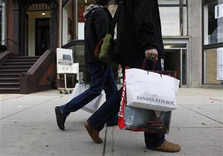 People walk along Newbury Street carrying shopping bags in Boston, Massachusetts in this file photo taken on October 1, 2009. REUTERS/Jessica Rinaldi/Files