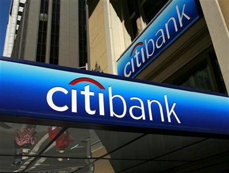 People walk beneath a Citibank branch logo in the financial district of San Francisco, California July 17, 2009 file photo. REUTERS/Robert Galbraith