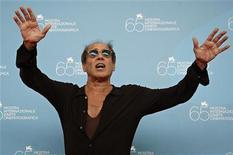 <p>Adriano Celentano in posa alla 65esima Mostra Internazionale D'Arte Cinematografica. REUTERS/Max Rossi</p>