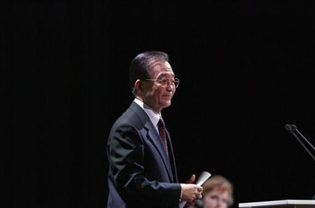 China's Premier Wen Jiabao walks after addressing the session of United Nations Climate Change Conference 2009 in Copenhagen December 18, 2009.REUTERS/Bob Strong