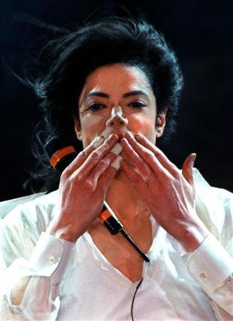 Superstar Michael Jackson thanks fans with a kiss after he performs ''Earth Song'' during the World Music Awards ceremony at the Monte Carlo Sporting Club, May 8, 1996. REUTERS/Eric Gaillard