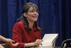<p>Sarah Palin talks to her fans at a book signing event for her new book 'Going Rogue' at a Barnes and Noble book store in Grand Rapids, Michigan, November 18, 2009. REUTERS/Rebecca Cook</p>