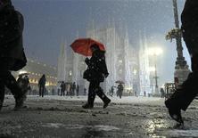 <p>Una immagine della nevicata che ha interessato Milano il 21 dicembre scorso. REUTERS/Paolo Bona (ITALY - Tags: ENVIRONMENT)</p>