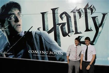 Actors James (L) and Oliver Phelps pose during a photocall to promote the film ''Harry Potter and the Half-Blood Prince'' in Madrid July 12, 2009. REUTERS/Juan Medina