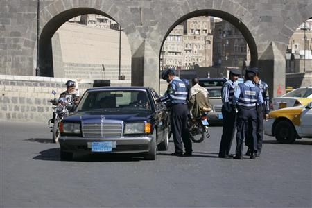 A traffic policeman inspects cars in the Yemeni capital Sanaa January 4, 2010. REUTERS/Khaled Abdullah