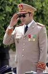 <p>Morocco's King Mohammed VI reviews a regiment of the Moroccan army in Rabat, May 14, 2006. REUTERS/Pool/Abdelhak Senna</p>