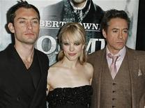 """<p>Gli attori Jude Law (da sinistra), Rachel McAdams e Robert Downey Jr. alla prima del film """"Sherlock Holmes"""" a New York. REUTERS/Finbarr O'Reilly</p>"""